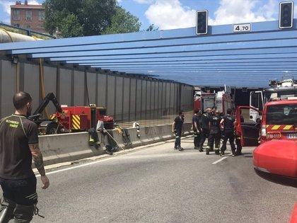 La Unidad Militar de Emergencias se incorpora a las tareas de desagüe en el túnel inundado cercano a Barajas