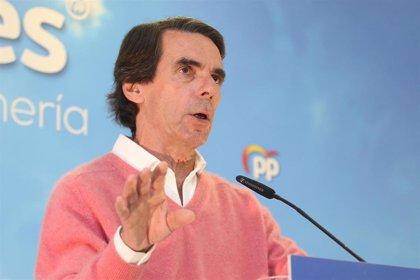 """Aznar traslada su pésame a la familia de Rubalcaba, un """"político de larga trayectoria"""""""