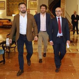 Vox veta la entrada de El País al acto de presentación de candidatos a las elecciones europeas