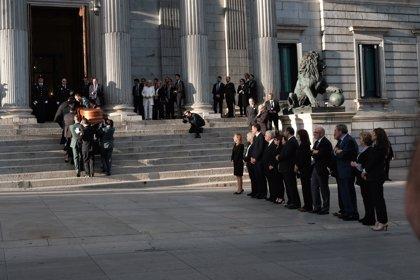 Llega al Congreso el féretro con los restos mortales de Alfredo Pérez Rubalcaba