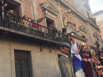"""Elvira Lindo llama a conservar el Madrid """"inclusivo"""" y """"de barrio"""" en el pregón de las Fiestas de San Isidro"""