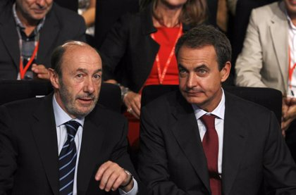 """Zapatero ensalza a Rubalcaba como """"hombre en defensa del Estado"""" y destaca su """"entrega auténtica"""" al servicio de España"""