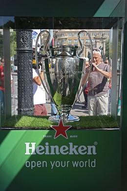 La copa de la Champions ya está en Barcelona.