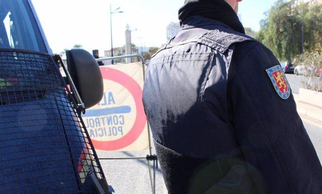 Valencia.- Sucesos.- Intenta vender Trankimazin en la calle, se da la fuga en moto e intenta atropellar a un policía