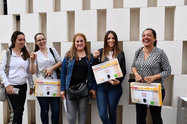 Sevilla.- El Ayuntamiento entrega otras ocho viviendas protegidas en régimen de alquiler con opción a compra