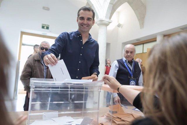 """Almería.-26M.-Fernández-Pacheco (PP) alude al """"histórico"""" de resultados ante los candidatos que ya """"lanzan las campanas"""""""