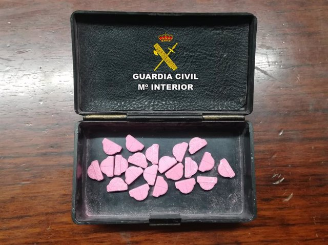 Sufre un accidente en Tomiño (Pontevedra) y la Guardia Civil le incauta 21 pastillas de éxtasis en su automóvil