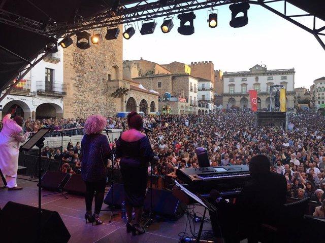 El Womad Cáceres 2019 vive una multitudinaria segunda jornada