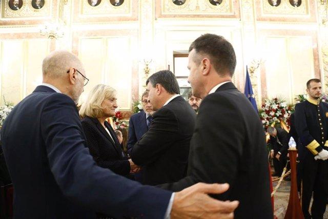 Esteban y Bildarratz visitan la capilla ardiente de Rubalcaba y entregan a su viuda y a Sánchez una carta de Ortuzar