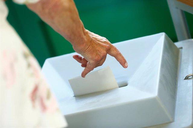 28A.- Más de 180.000 ciudadanos atenderán mañana las mesas electorales y cobrarán 65 euros en concepto de dieta