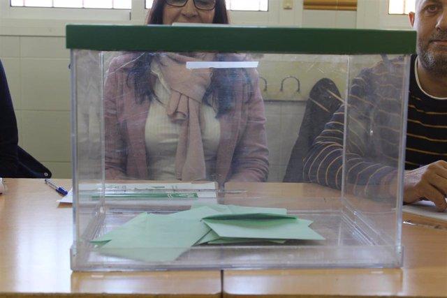 26M.- La campaña electoral arranca esta noche con la pegada de carteles de los candidatos a la Presidencia de la Junta