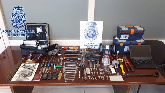 Sucesos.- La Policía Nacional desarticula un grupo itinerante especializado en el robo de pisos