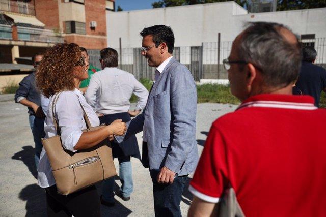 """Granada.- 26M.- Paco Cuenca se compromete a """"construir una biblioteca en el barrio de Joaquina Eguaras"""""""