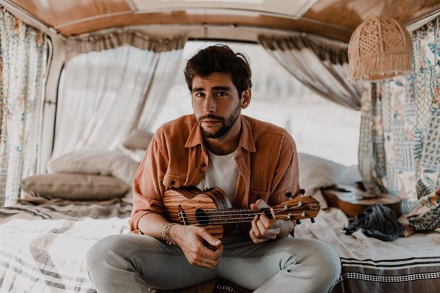 Álvaro Soler estrena vibrante single 'La libertad' y reedita su disco Mar de colores