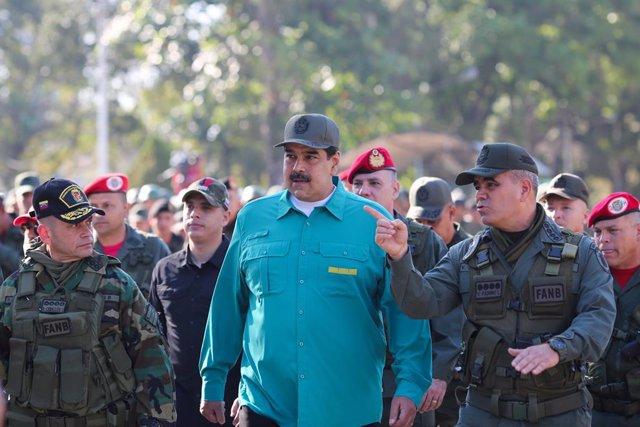 AMP.- Venezuela.- Maduro exhibe su apoyo militar encabezando una marcha con miles de miembros de la FANB