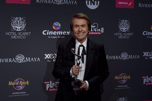 Raphael recibe el premio Platino de Honor en la VI Edición de los Premios Platinos