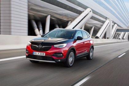 """Opel lanzará """"en las próximas semanas"""" el Grandland X Hybryd4, con 300 caballos y tracción total"""