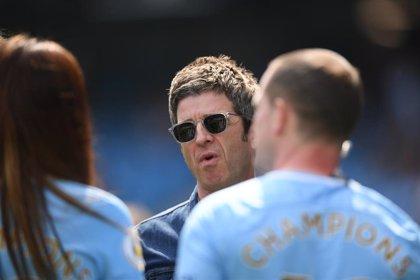 Noel Gallagher celebra el título de liga del Manchester City cantando Wonderwall con los jugadores en el vestuario