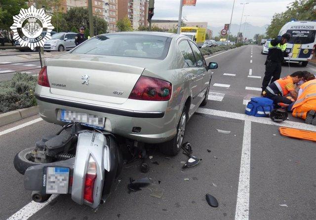 Castellón.- Sucesos.- Un motorista resulta herido grave al colisionar su motocicleta contra un turismo en la Ronda Este