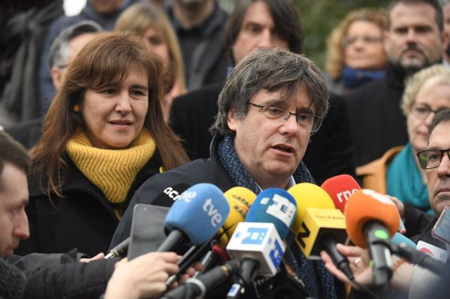 """AMP.-26M.- Puigdemont dice que su objetivo es ser eurodiputado y hará campaña: """"No nos apartarán de la política"""""""