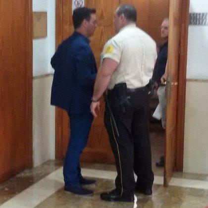 Procesan a Rodrigo de Santos por abusos y agresión sexual a dos presos