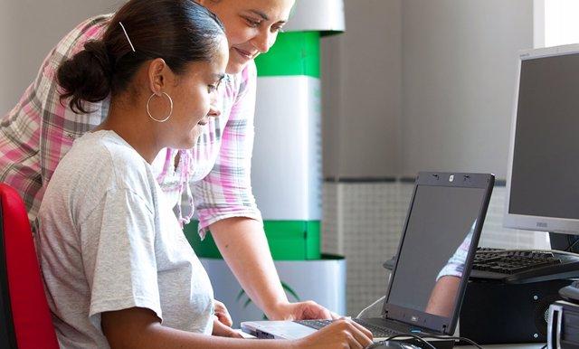 Guadalinfo ofrece 17 talleres para desempleadas sobre habilidades de comunicación y destrezas digitales
