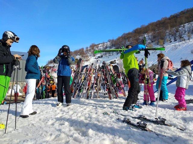 Las estaciones invernales del Principado de Asturias recibieron 11.766 usuarios en el puente de Carnaval