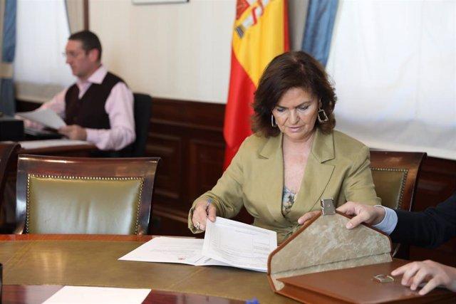 La vicepresidente del Gobierno, ministra de la Presidencia, Relaciones con las Cortes e Igualdad, Carmen Calvo, presenta las credenciales en el Congreso