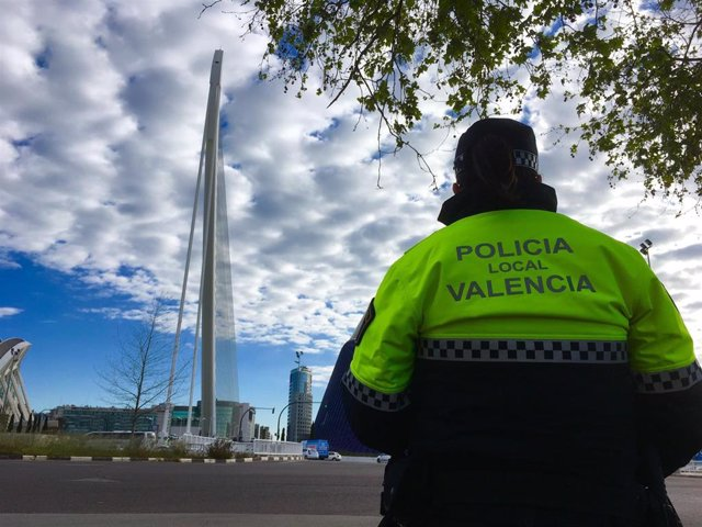Valencia.- Sucesos.- Detenidos dos jóvenes tras ser sorprendidos vendiendo sustancias estupefacientes en la calle