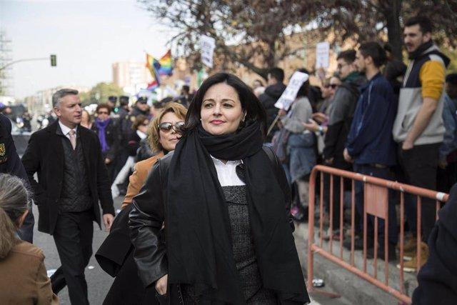 Concentración convocada por colectivos de mujeres bajo el lema '¡Nuestros derechos no se negocian. Ni un paso atrás en igualdad!'. Ante el Parlamento andaluz. 2