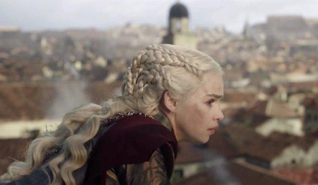 """Los creadores de Juego de tronos justifican la decisión de Daenerys en el 8x05: """"Esta muy sola"""""""
