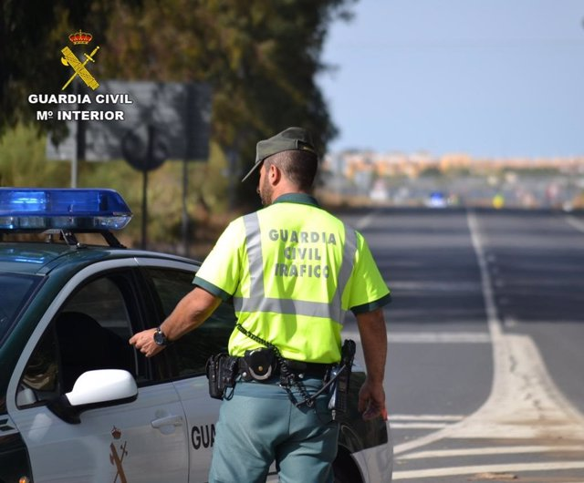 Huelva.- Sucesos.- Inmovilizan en la N-435 un autobús con 35 pasajeros cuyo conductor dio positivo en cocaína