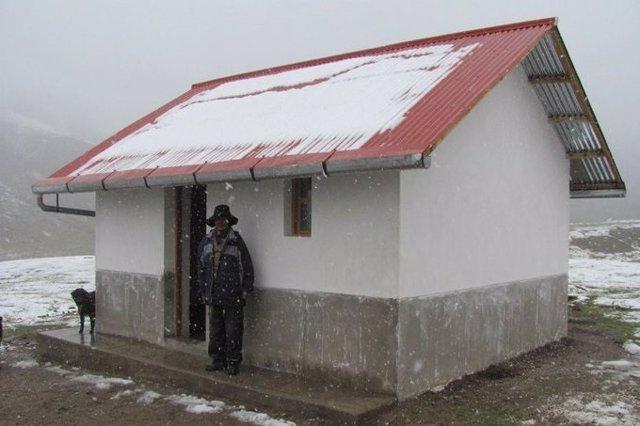 'Operación Abrigo': El Gobierno Peruano Construirá 6.000 Casas Térmicas Para Frenar Las Muertes Por El Frío En Los Andes