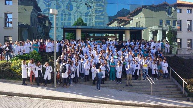 El Sindicato Médico cifra en más del 80% el seguimiento del paro en Valdecilla
