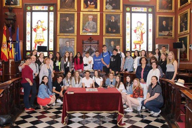 Cort recibe a un grupo de estudiantes de intercambio procedentes de Polonia