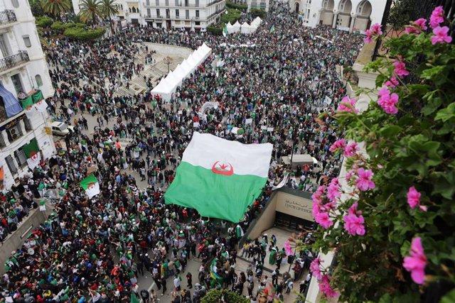 Argelia.- Detenidos dos antiguos jefes de los servicios secretos de Argelia y el hermano pequeño de Buteflika