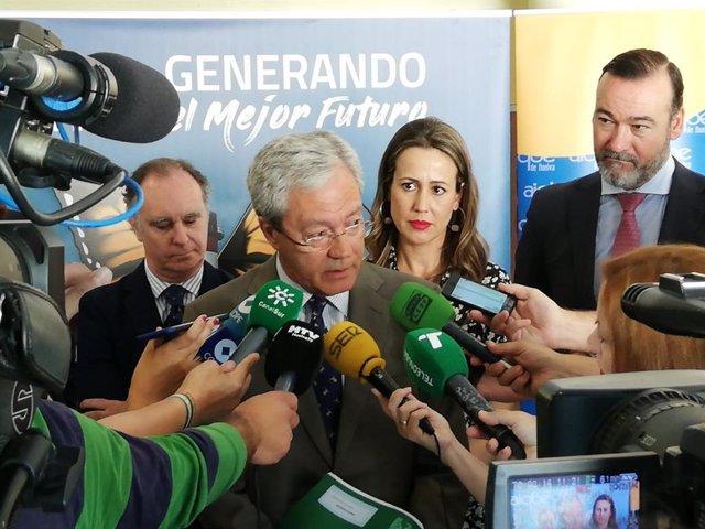 """Economía.- AMP.-Velasco expresa el """"compromiso"""" de la Junta para """"redoblar"""" su """"apoyo al sector industrial"""" en Andalucía"""