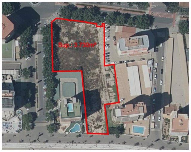 Turismo.- Benidorm habilita un aparcamiento de 3.700 m2 en primera línea de la playa de Levante