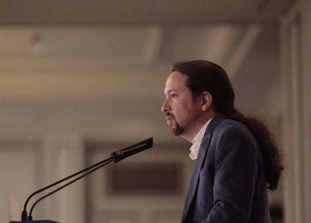 Pablo Iglesias y la candidata de Unidas Podemos IU-Madrid En Pie a la presidencia de la Comunidad de Madrid, Isa Serra, participan en un desayuno informativo