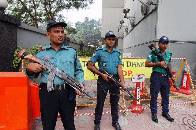 Policía en Dacca