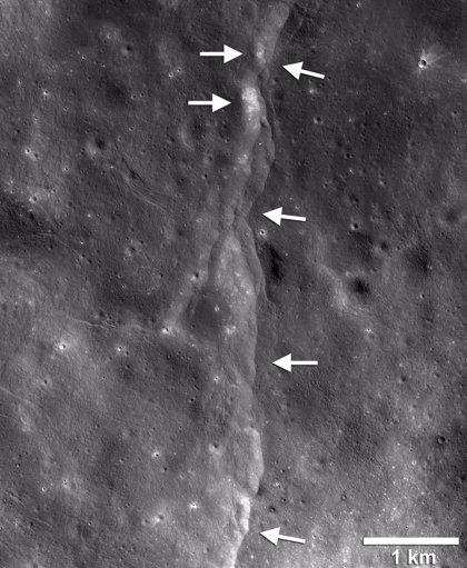 La Luna tiembla mientras se encoge