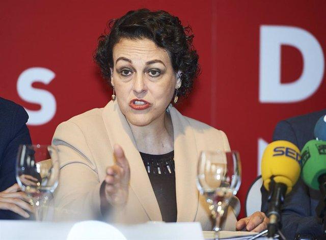 La ministra de Trabajo, Magdalena Valerio, participa en Santander en un desayuno informativo junto a los candidatos del PSOE de Cantabria y su capital