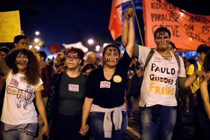 Los científicos brasileños salen a las calles contra Bolsonaro