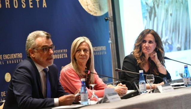 """Estrella Galán (CEAR): """"España puede jugar el rol de liderazgo de los países abiertos al asilo de refugiados en la UE"""""""