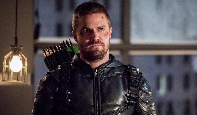 Así abre la puerta el final de la 7ª temporada Arrow a Crisis en las Tierras Infinitas