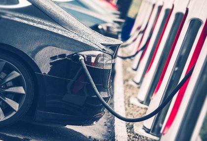 La recaudación anual por un coche eléctrico es hasta 680 euros menor a la de uno convencional