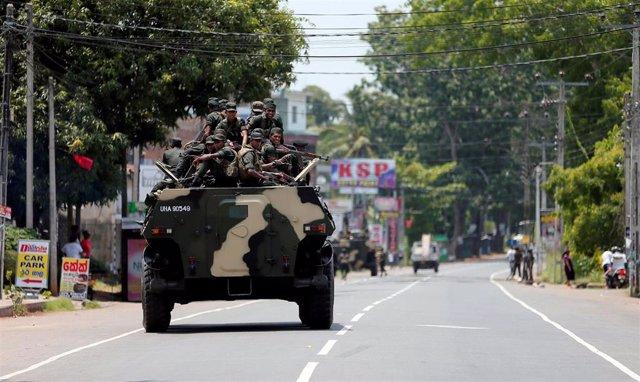 Sri Lanka.- El Ejército de Sri Lanka patrulla las localidades golpeadas por la violencia contra los musulmanes
