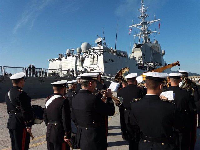 A fragata 'Méndez Núñez' parte de Ferrol e inicia un despregamento de sete meses no que dará a volta ao mundo