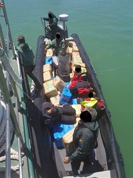 Cádiz.-Sucesos.-La Guardia Civil interviene más de 4.800 kilos de hachís en dos actuaciones y detiene a nueve personas