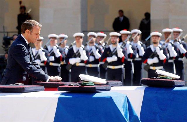 """Burkina Faso.- Macron rinde homenaje a los militares muertos en Burkina Faso: """"La misión era necesaria"""""""